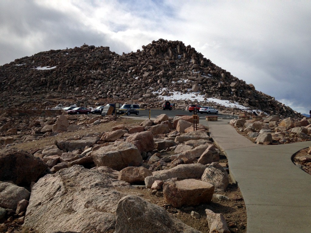 mount-evans-parking-at-top-of-mountain
