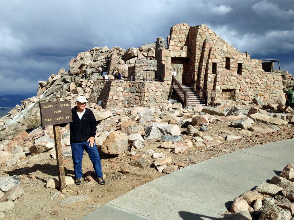 visitors-center-mount-evans-colorado